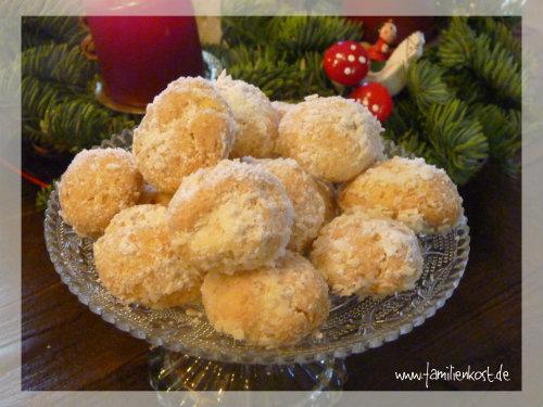 Süße Schneebällchen mit Kokos