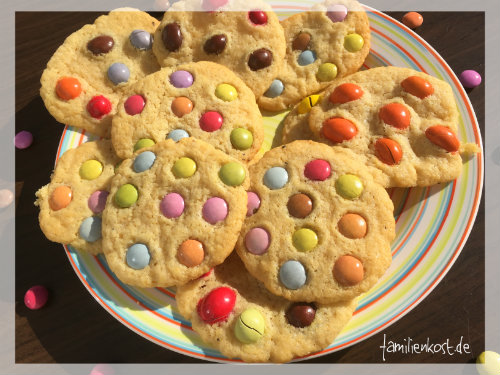 cookies mit smarties rezept f r bunte kekse f r kinder. Black Bedroom Furniture Sets. Home Design Ideas