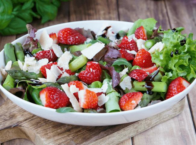 salat-erdbeeren-spargel