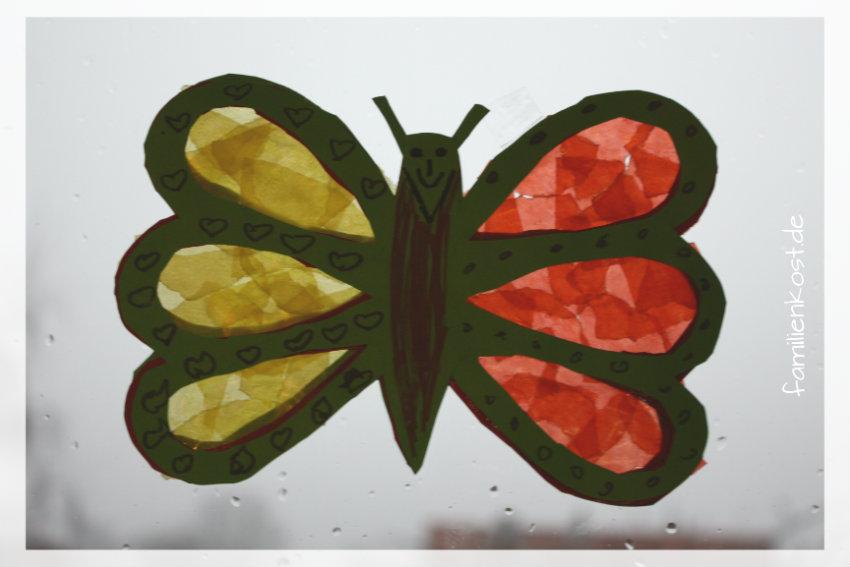 Bunte Schmetterlinge mit Kindern für das Fenster basteln