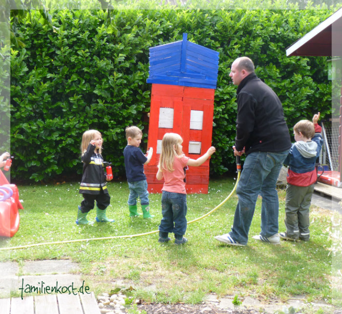 feuerwehr party zum kindergeburtstag. Black Bedroom Furniture Sets. Home Design Ideas